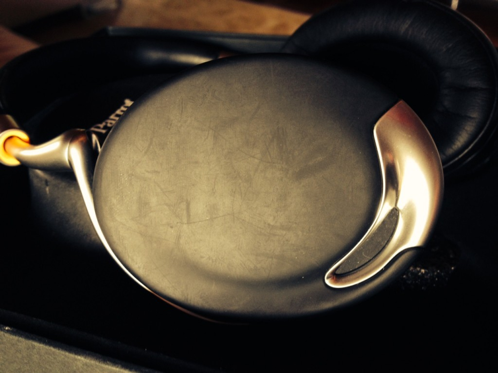 No button or volume adjustment wheels, the Parrot Zik by Starck have a glorious touch pad.